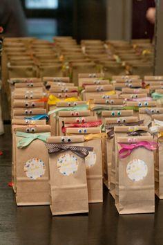 Adorables bolsas de regalo para una fiesta (en este caso, una boda!) / Adorable gift bags for a party (in this case, a wedding!)