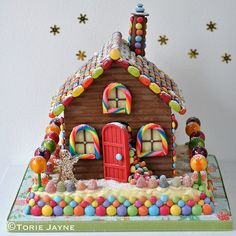 Gingerbread House Recipe Gingerbread Houses – Do You Want to Make Your Own Holiday Fun? A gingerbread house is more fun and not as difficult to make as one might thi… Chocolate Crafts, Halloween Chocolate, Ikea Gingerbread House, Cocoa Party, Chocolate House, Hansel Y Gretel, Candy House, House Cake, Holiday Snacks