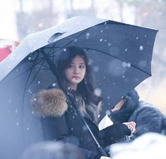 161126 Mini Fanmeet [REMEMBER TO VOTE TWICE FOR MAMA] #tzuyu #子瑜 #쯔위 #flawlesstzuyu #twice #트와이스 #once Smell Of Rain, Ulzzang, Baby Strollers, Kpop, Instagram Posts, Photography, Umbrellas, Fashion, Shades