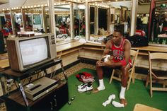 Vintage Jordan, The real days when they watch video...