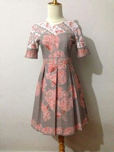 dress     dress tricot Simple Dresses, Pretty Dresses, Casual Dresses, Fashion Dresses, Model Dress Batik, Batik Dress, Traditional Fashion, Traditional Dresses, Blouse Batik