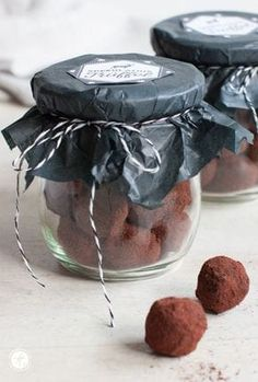 Gifts from the kitchen: speculoos truffle- Geschenke aus der Küche: Spekulatius-Trüffel Gifts from the kitchen: speculoos truffle - Gifts For Cooks, Food Gifts, Christmas Treats, Christmas Baking, Christmas Chocolate, Comida Diy, Kitchen Gifts, Winter Food, Cakes And More