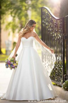 53a3906dc91 Simple and Sleek Wedding Gown - Stella York Wedding Dresses