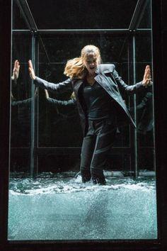 Shailene Woodley as Tris in Divergent Divergent Movie Stills, Divergent Characters, Divergent Trilogy, Tris Und Four, Tris And Tobias, Tris Prior, Divergent Insurgent Allegiant, Veronica Roth, Shailene Woodley