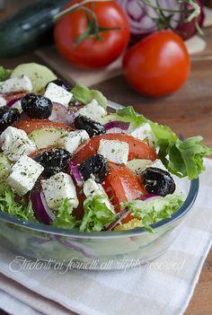 insalata greca con feta pomodori cipolle cetrioli e olive ricetta insalata fresca