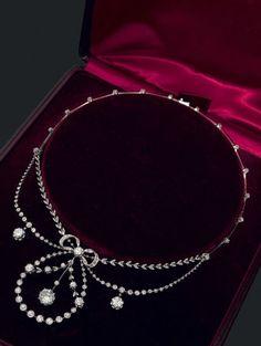 A Belle Epoque platinum, gold and diamond draperie necklace, late 19th century. #BelleÉpoque #necklace