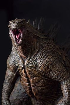 2014 Godzilla 1:100 scale Statue, Hector Arce on ArtStation at https://www.artstation.com/artwork/Edgeq