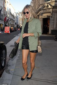 Kate Moss flaunts her toned legs in TINY leather shorts : Kate Moss flaunts her toned legs in TINY leather shorts paired with khaki green jacket Green Shorts Outfit, Leather Shorts Outfit, Black Leather Shorts, Summer Shorts Outfits, Short Outfits, Moss Fashion, Star Fashion, Autumn Fashion, Khaki Jacket
