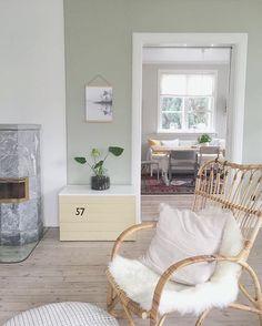 Det er så gøy at dere tagger malingsprosjektene deres med @jotunlady #jotunlady og hvilken farge som er brukt - til inspirasjon for oss og… Jotun Lady, Green Paint Colors, Dere, Accent Chairs, Sweet Home, Interior, Painting, Colour, Furniture