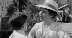 Dill and Aunt Stephanie (Alice Ghostley).