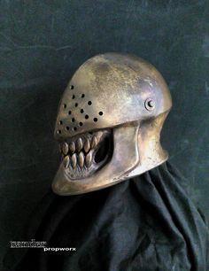 Sander Propworx returns to our pages with this creepy LARP helmet . Medieval Helmets, Medieval Armor, Fantasy Armor, Fantasy Weapons, Armor Concept, Concept Art, Character Concept, Character Design, Types Of Armor