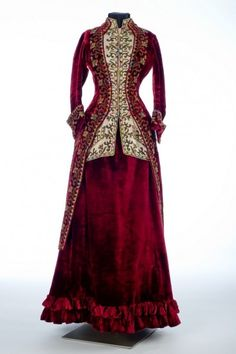 Emile Pingat of Paris, Skirt and polonaise, 1885. Velvet, beads, silk, glass. Collection of Shelburne Museum. Front view.