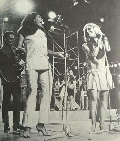 IKE & TINA TURNER WITH DUSTY SPRINGFIELD  . TINA LOST HER SHOE AT THE APPEARIENS.  PICTURE IS TAKEN IN 1966.