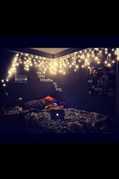 I really want to put Christmas lights in my room! 66 Inspiring ideas for Christmas lights in the bedroom Dream Rooms, Dream Bedroom, Girls Bedroom, Bedroom Ideas For Teen Girls Grey, Funky Bedroom, Teenage Bedrooms, Pretty Bedroom, Tumblr Bedroom, Tumblr Rooms
