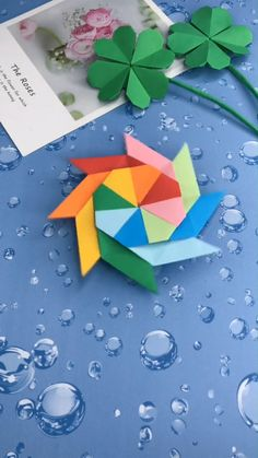 A simple tutorial to show you how to DIY paper figure spinner. A simple tutorial to show you how to DIY paper figure spinner. Diy Crafts Hacks, Diy Crafts For Gifts, Diy Arts And Crafts, Diy Crafts Videos, Creative Crafts, Diy Projects, Diy Videos, Instruções Origami, Paper Crafts Origami