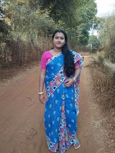 Beautiful Women Over 40, Beautiful Girl Indian, Most Beautiful Indian Actress, Beauty Full Girl, Beauty Women, Beautiful Housewife, Aunty In Saree, Dresses Kids Girl, Plus Size Fashion For Women