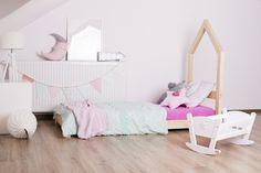 Häuschenbett ist ein fantastisches Bett zum Schlafen und Spielen. Dieses entzückende Hausbett wird Ihr Kinderzimmer zu einem besonderen Ort machen. Dieses einzigartige Bett ist eine gute Idee für ein Geschenk oder einfach nur um das Bett zu einem Lieblingsplatz für Ihr Kind zu machen, wo er schlafen kann, Bücher lesen, spielen, Zeit mit Spielen verbringen und einfach nur lügen und Cartoons gucken. Es sieht aus wie ein kleines Haus. Besuchen Sie www.adekostolnia.pl für weitere tolle Ideen