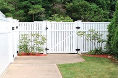 41 Gorgeous Front Fence Design Ideas For Your Front Yard Decor - New homes are always gorgeous, but sometimes the yards seem a little empty and unfinished. One way to enhance curb appeal and add character to any new. Front Yard Decor, Front Yard Design, Front Fence, Brick Fence, Garden Privacy, Privacy Fences, Garden Fencing, White Vinyl Fence, White Fence
