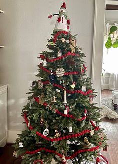 A Cottage Christmas Tree - Design Morsels