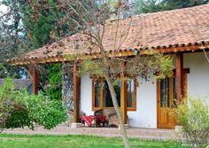 Resultado de imagem para casinha branca de varanda com quintal e uma janela brasil