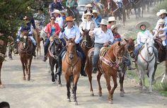 Inversión de 3.8 mdp para rehabilitar caminos de saca en Santa Rosa Jáuregui. El Presidente Municipal de Querétaro, Marcos Aguilar Vega encabeza cabalgata