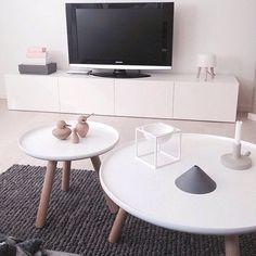 Lovely living room styling via @sirenlien ▫️▪️ | #designstoenvy