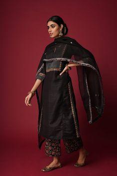 Indian Dress Up, Indian Fashion Dresses, Indian Attire, Ethnic Fashion, Indian Wear, Fashion Outfits, Salwar Designs, Kurta Designs Women, Pakistani Dress Design
