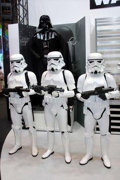 おもちゃショー2015:スター・ウォーズ「R2-D2」が親指サイズに ライトセーバーで操作