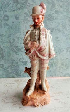 Statuette, homme galant en costume façon Henri IV en porcelaine biscuit