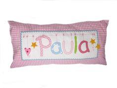 Dieses Namenskissen für Kinder ist ein liebevoller Hingucker im Kinderzimmer. Ein Kinderkissen als idealer Begleiter auf Reisen oder in den Kinderg...