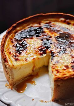 Flan Parisien Hello, how are you? Today's recipe is one of the simplest desserts in the world: a cru Köstliche Desserts, Delicious Desserts, Yummy Food, Portuguese Desserts, Portuguese Recipes, Portuguese Sweet Bread, Sweet Recipes, Cake Recipes, Dessert Recipes