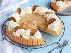 Delicious Stroopwafel pie • Recipe • Daelmans Stroopwafels Pie Tin, Caramel Fudge, Food Names, Baking Tins, Vanilla Flavoring, Serving Dishes, Pie Recipes, Food Porn, Tasty