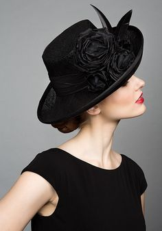 Rachel Trevor Morgan Millinery S/S Black fine straw side sweep hat with feather broads and roses Rachel Trevor Morgan, Idda Van Munster, Stylish Hats, Fancy Hats, Church Hats, Wearing A Hat, Love Hat, Fascinators, Headpieces