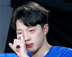 Don't cry.😓😢 it breaks my heart 💔 Love At First Sight, First Love, Guan Lin, Lai Guanlin, Dance With You, Kim Jaehwan, Ha Sungwoon, 3 In One, Meme Faces