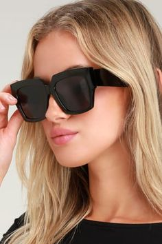 The Spitfire Algorithm Green Mirrored Sunglasses are trending and taking over! Shiny mirrored green lenses with s matching bridge and top bar. Oversized Sunglasses, Mirrored Sunglasses, Sunglasses Women, Vintage Outfits, Silhouette, Spitfire Sunglasses, Eyes Care, Chic, Stylish