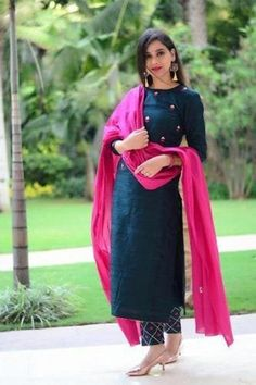 Churidar Designs, Kurta Designs Women, Plain Kurti Designs, Silk Kurti Designs, Dress Indian Style, Indian Dresses, Embroidery Suits, Embroidery Designs, Floral Embroidery