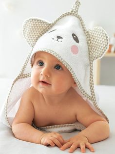 This beautifully soft bath cape with hood and ears will pamper the baby when leaving the bath.SIZE: Available in 2 sizes. 70 x 70 cm and 100 x 100 cm. o Bath cape in 3 versions: rabbit, panda or bear o Comes with matc Cute Baby Boy Images, Cute Kids Pics, Baby Girl Pictures, Cute Baby Pictures, Beautiful Pictures, Cape Bebe, Baby Tummy Time, Kids Hooded Towels, Cute Baby Wallpaper