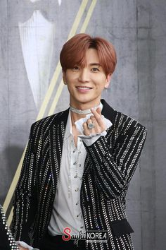 "Super Junior's Leeteuk appeared on the December 19 broadcast of MBC's ""Radio Star"" and revealed a valuable lesson his manager taught him at the beginning of his career. Super Junior Leader, Super Junior T, Super Junior Leeteuk, Yesung, Kim Heechul, Choi Siwon, Lee Donghae, Chanyeol, Super Junior Happiness"
