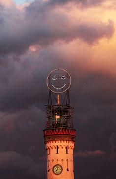 Public Face II (the Fühlometer/Feel-o-meter) shows the present emotions of the citizens of Lindau.  It uses an algorithm that analyzes the facial expressions of people passing a camera located in a specific part of the city.