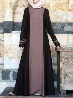 Image may contain: one or more people and people standing Modest Dresses, Simple Dresses, Abaya Fashion, Fashion Dresses, Moslem Fashion, Hijab Style, Abaya Designs, Muslim Dress, Islamic Fashion