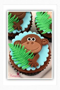 Monkey cupcakes...a jungle theme birthday party perhaps?  Or just silly monkey fun?