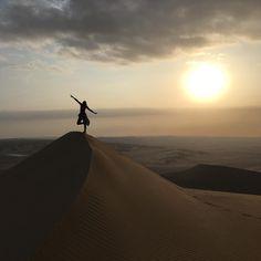 "759 Me gusta, 58 comentarios - Luz Carreiro (@bee.traveler) en Instagram: ""This sunset ❤️ . . . #notfilter #sunset #huacachina #discoverperu #sandboard #dunas #peru…"""