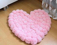 Pom Pom tapis, pompon tapis, tapis coeur, Decor chambre ADO, tapis de chambre d'enfant, décor chambre Girly, tapis chambre bébé, tapis doux, rose tapis, tapis lavable