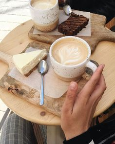 Image about food in coffee essence by Federica Merlo Coffee Date, Coffee Break, Morning Coffee, Coffee Coffee, Coffee Shop Aesthetic, Aesthetic Food, Coffee And Books, Coffee Is Life, But First Coffee