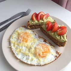 10 healthy and easy toast creations from avocado to New York style, made with simple mouthwatering ingredients, perfect for breakfast, lunch and even dinner! Healthy Meal Prep, Healthy Snacks, Healthy Recipes, Cute Food, Yummy Food, Tasty, Think Food, Food Goals, Aesthetic Food