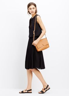 vince-luggage-signature-collection-medium-crossbody-product-1-240749664-normal.jpeg (1840×2560)