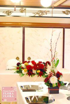 料亭でのご披露宴 紅白のダリア和装花 浅草茶寮一松さまへ : FLORAFLORA*precious flowers*ウェディングブーケ会場装花&フラワースクール* Japanese Party, Japanese Wedding, Wedding Table Flowers, Wedding Places, Japanese Models, Wedding Coordinator, Table Settings, Marriage, Layout