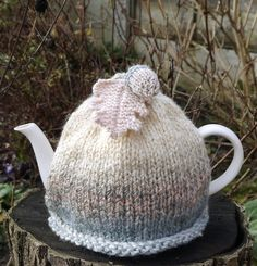 Tea Cosy Blush Marble Acorn £18.00