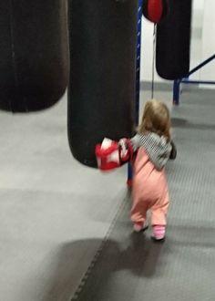Isivuosi: Taaperon kanssa nyrkkeilysalilla