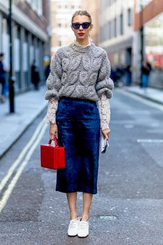 The best street style looks from London Fashion Week autumn/winter 2016 (Top Moda Shoes) Looks Street Style, Looks Style, Style Me, London Fashion Weeks, Mode Outfits, Fashion Outfits, Womens Fashion, Fashion Trends, Fashion Tips